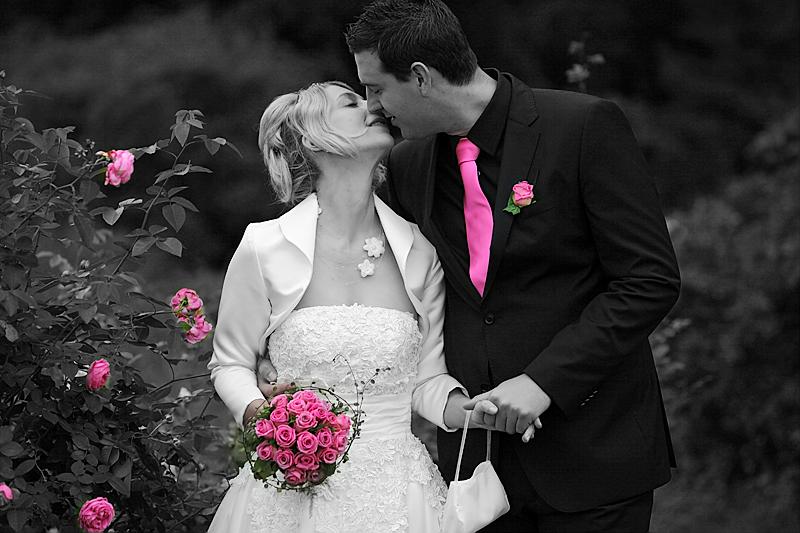 Hochzeitskuss im Park Schloss Lembeck