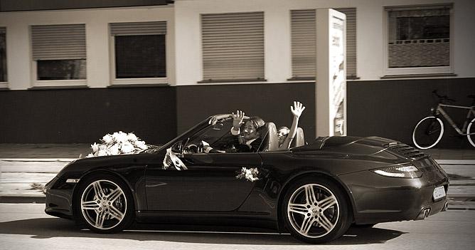 Abfahrt im Porsche